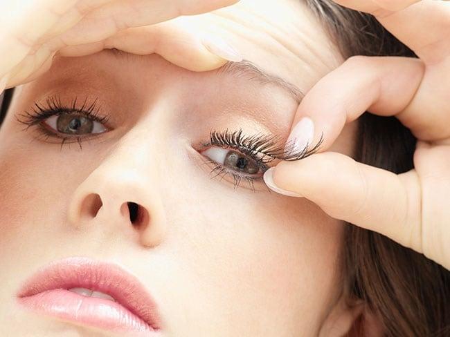 ต่อขนตา ขนตาปลอม แบบไหนดีกว่ากัน!