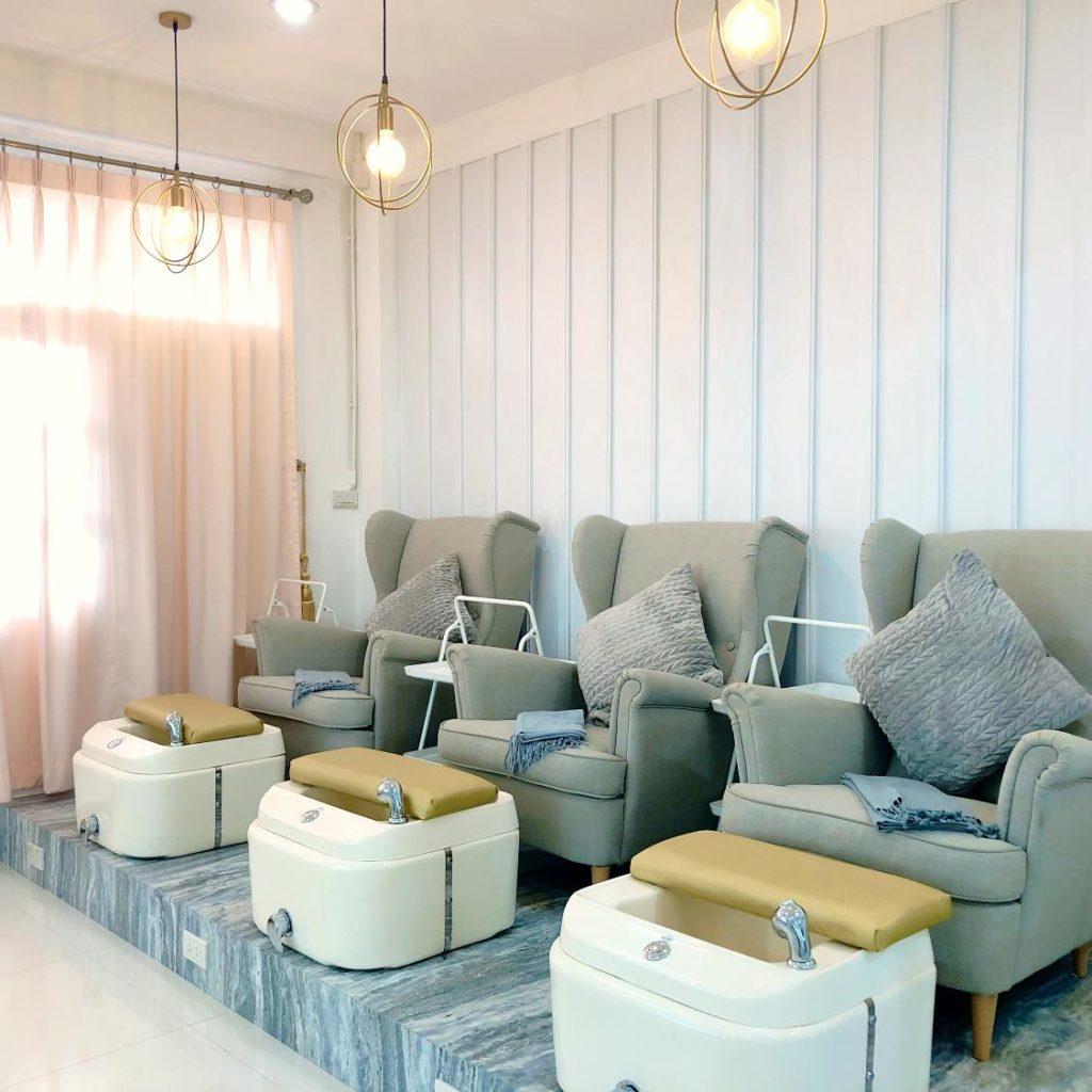 review hashtag hair & nail studio seat