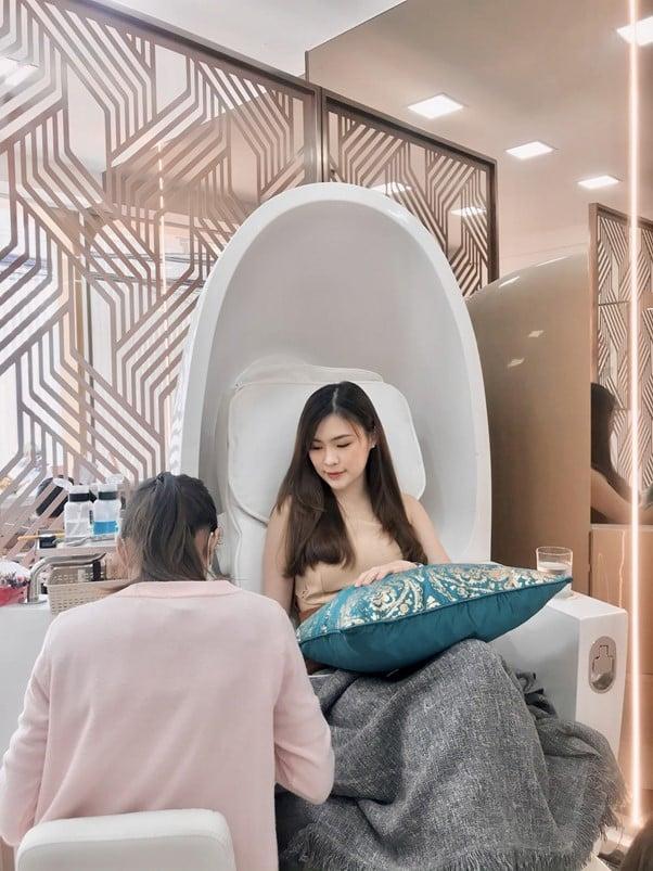Daluna Salon - [REVIEW] รีวิวร้านเล็บเกาหลี ทีเด็ดอยู่ที่คริสตัลจาก Swarovski !