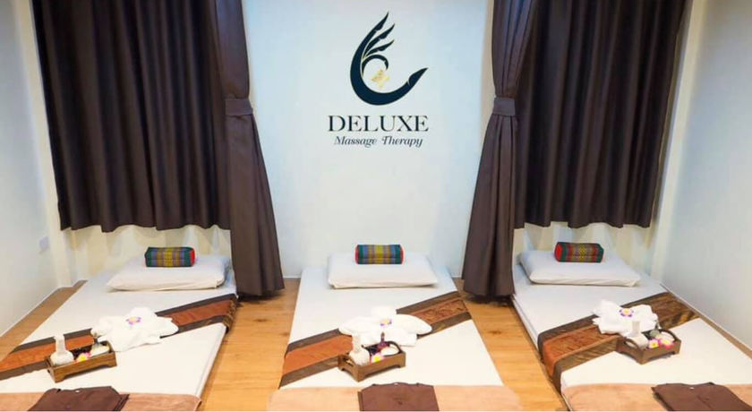 Deluxe massage therapy