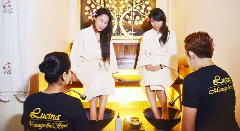 Lucina massage %283%29