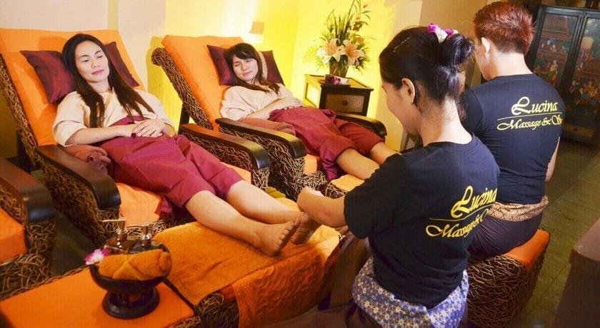 Lucina massage %284%29