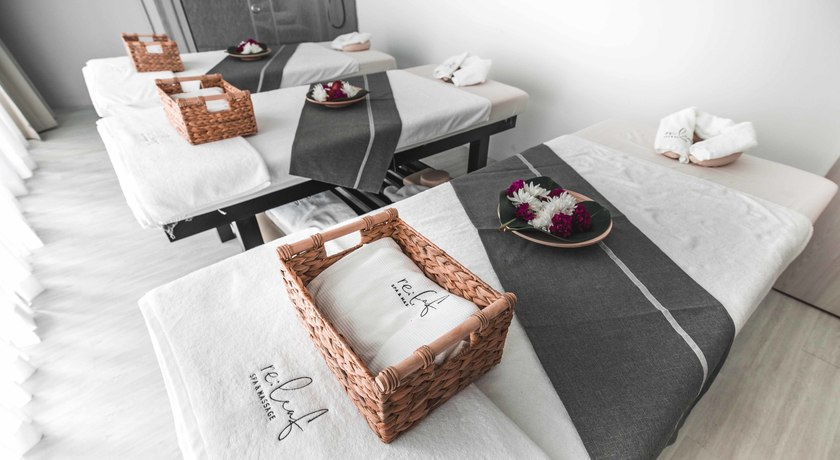 Releaf spa   massage3