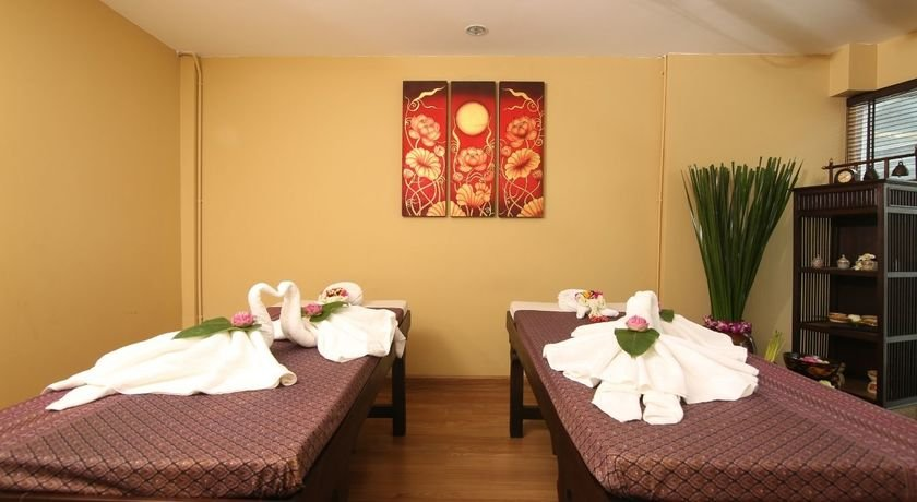 Thai traditional massage %281%29